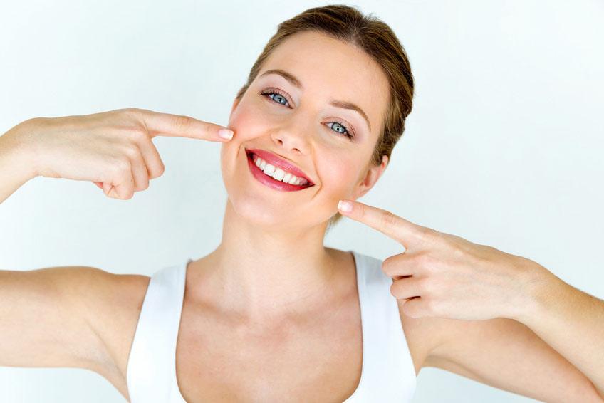 Implantologie Köln: Bleaching von Zahnarzt Dr. Narouz