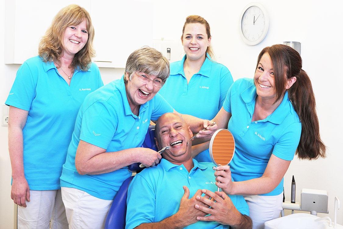 Implantologie in Köln: Wir haben langjährige Erfahrung mit Patienten, die sich vor einer Zahnbehandlung fürchten.